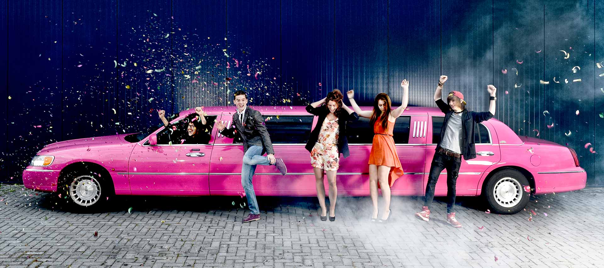 Roze limousine huren